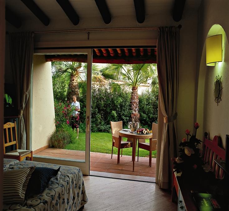 Forte village resort bouganville santa margherita di pula for Interior design di bungalow artigiano
