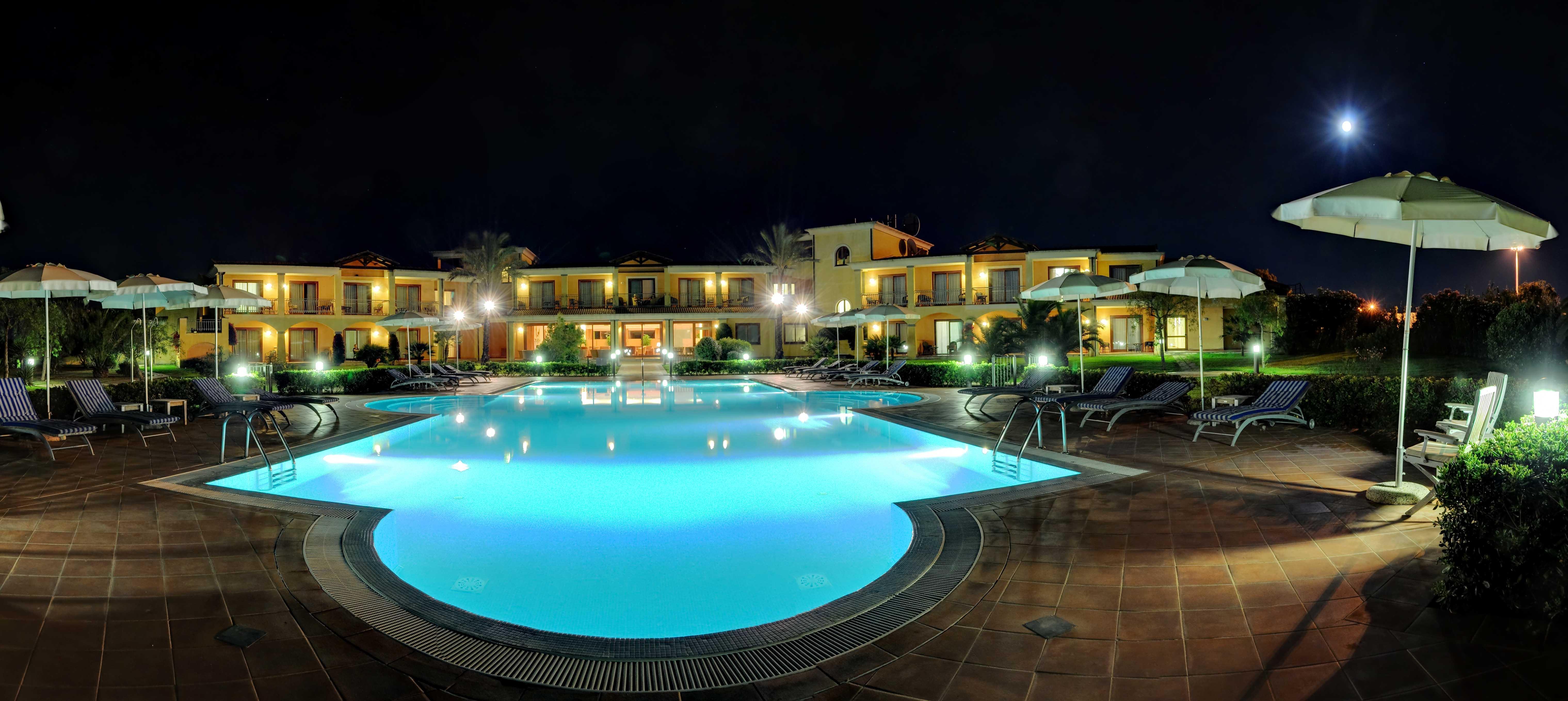 Hotel santa lucia capoterra capoterra sardegna prenota for Piscina santa lucia