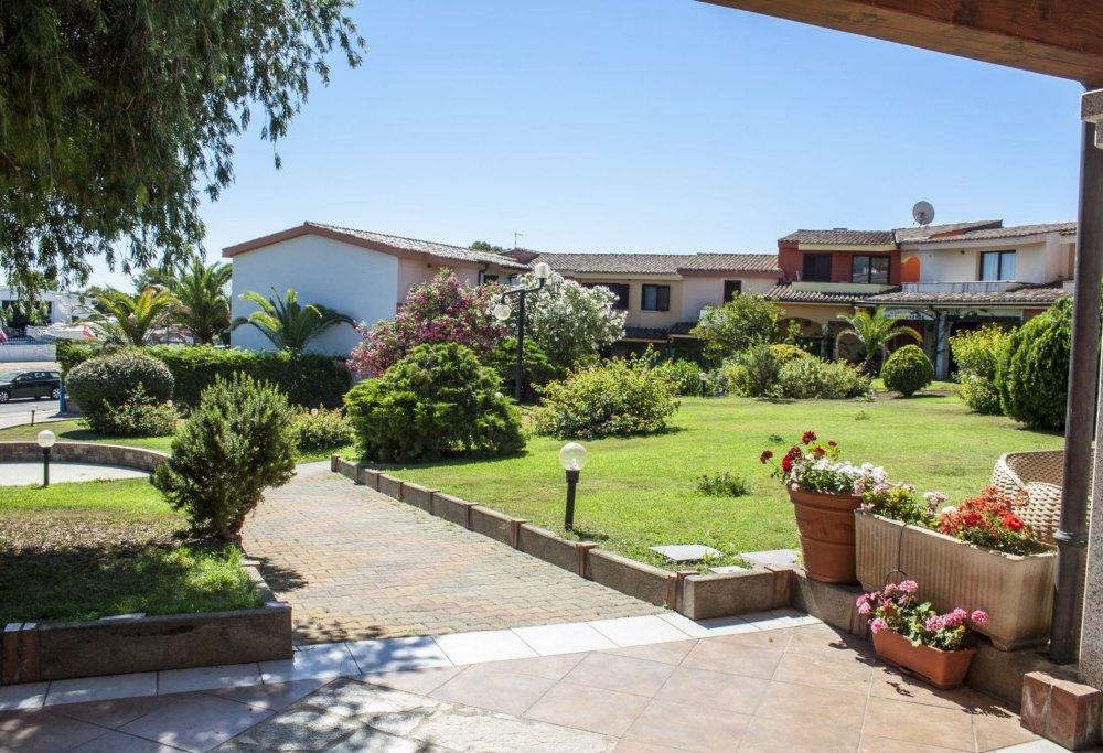 Residence oasi anfiteatro porto ottiolu budoni for Residence budoni 2